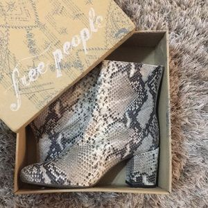 ✨NWT! Free People snake print Ankle boot